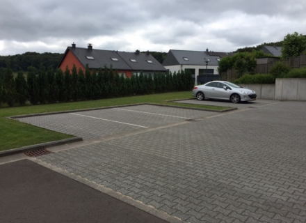 Emplacement de parking extérieur